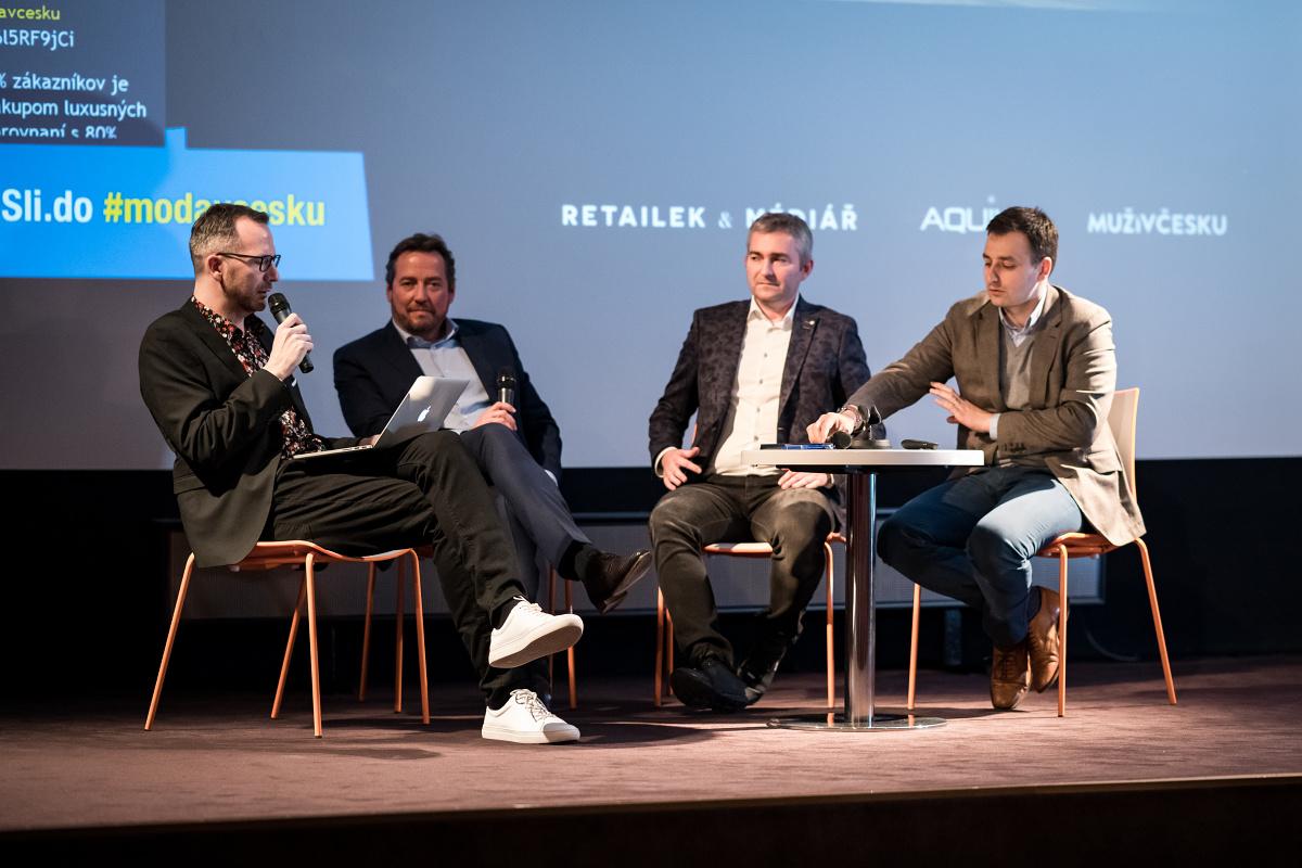 K debatě se sešli zprava Jakub Lohniský, Jan Motlík a Ladislav Blažek. Moderoval Ondřej Aust. Foto: Vojta Herout