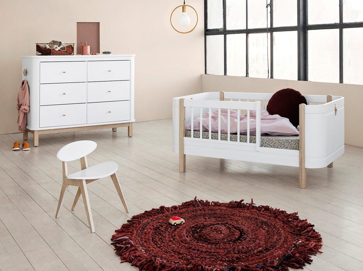 Nastavená varianta postýlky Oliver Furniture pro mladší dítě