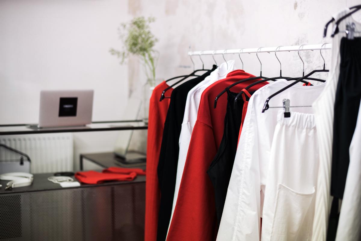 Oblečení od Ciny Marcinkové dostupné v showroomu