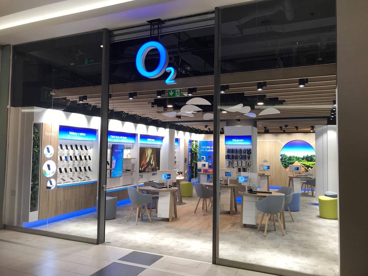 Přestavěná prodejna O2 v Opavě
