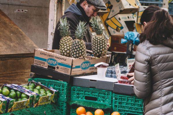 Poptávka po fair trade ovoci je v Česku nízká, bio patří mezi prémiové produkty