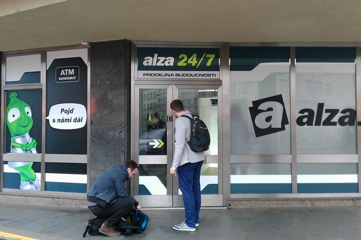 Exteriér nové prodejny Alzy