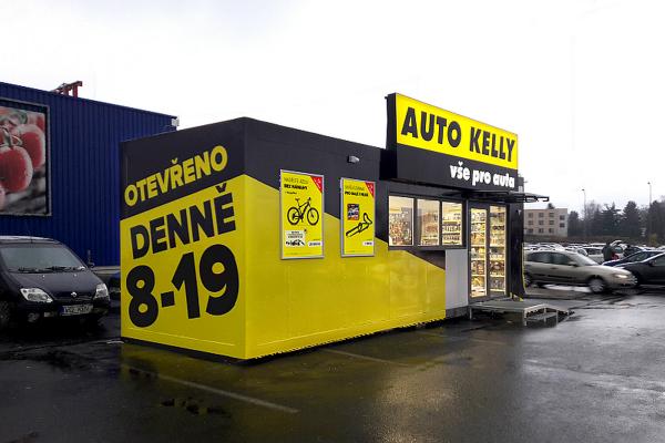 Auto Kelly má ve Vlašimi nový formát prodejny, zboží prodává v buňce