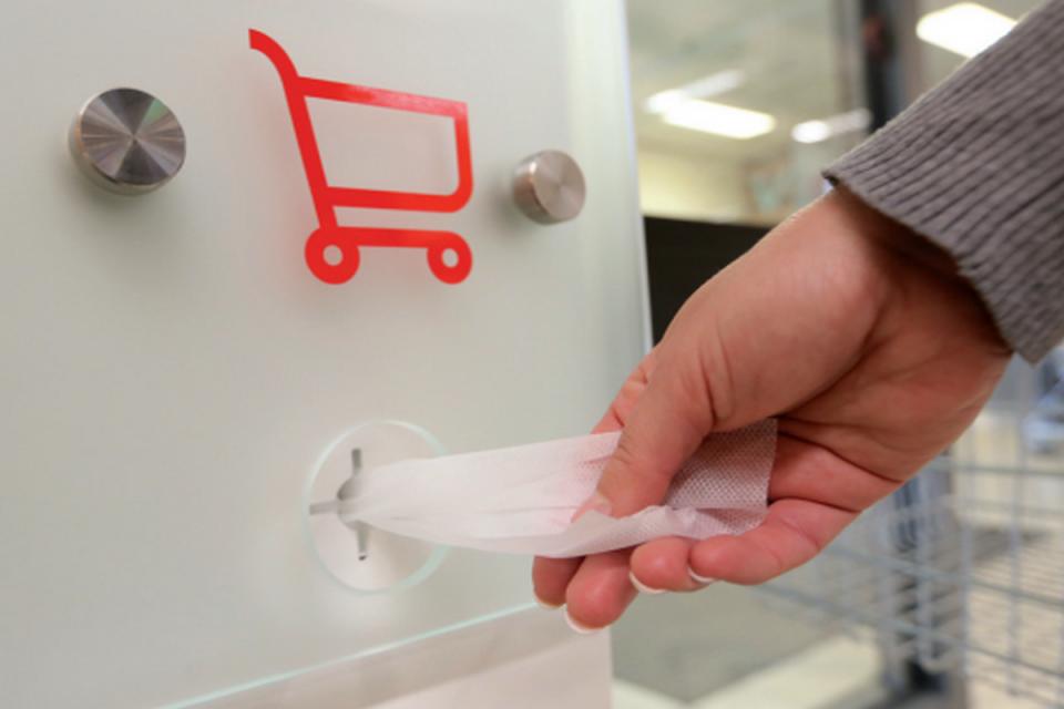 Kaufland zavedl do prodejen hygienické stanice na dezinfekci rukou a madel