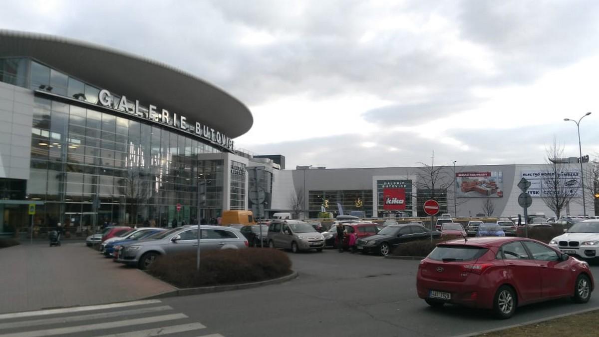 Galerie Butovice s nově přistavěnou Kikou