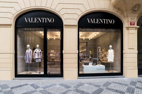 Značka Valentino dostala monobrandový butik v Pařížské 18