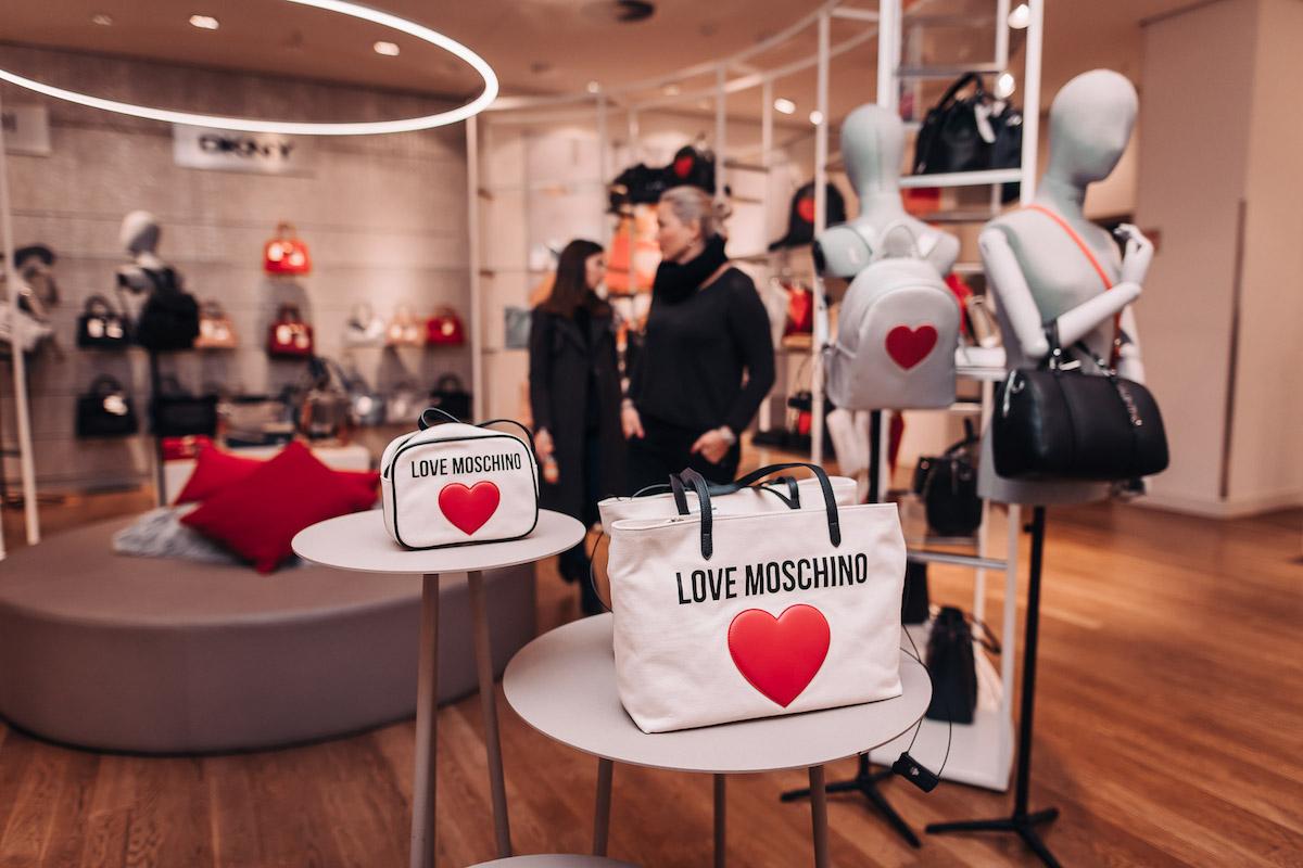Nový koncept oddělení neformální módy v obchodním domě Van Graaf má také rozšířené oddělení dámských doplňkůNový koncept oddělení neformální módy v obchodním domě Van Graaf