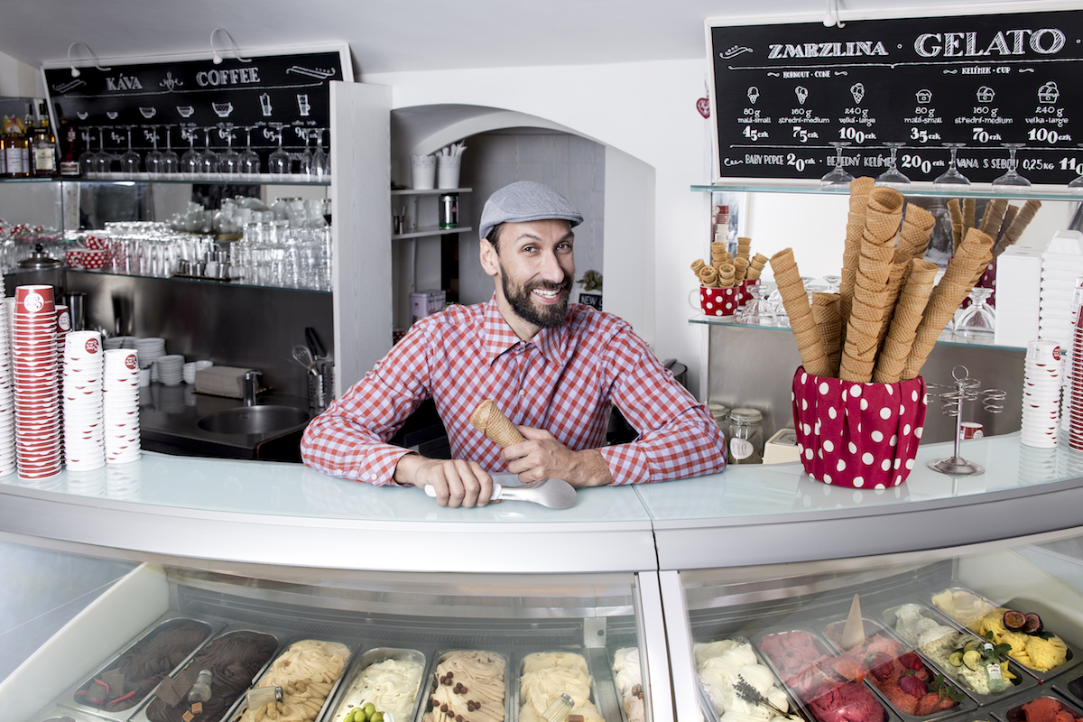 Honza Hochsteiger v cukrárně Crème de la Crème v Husově ulici 12
