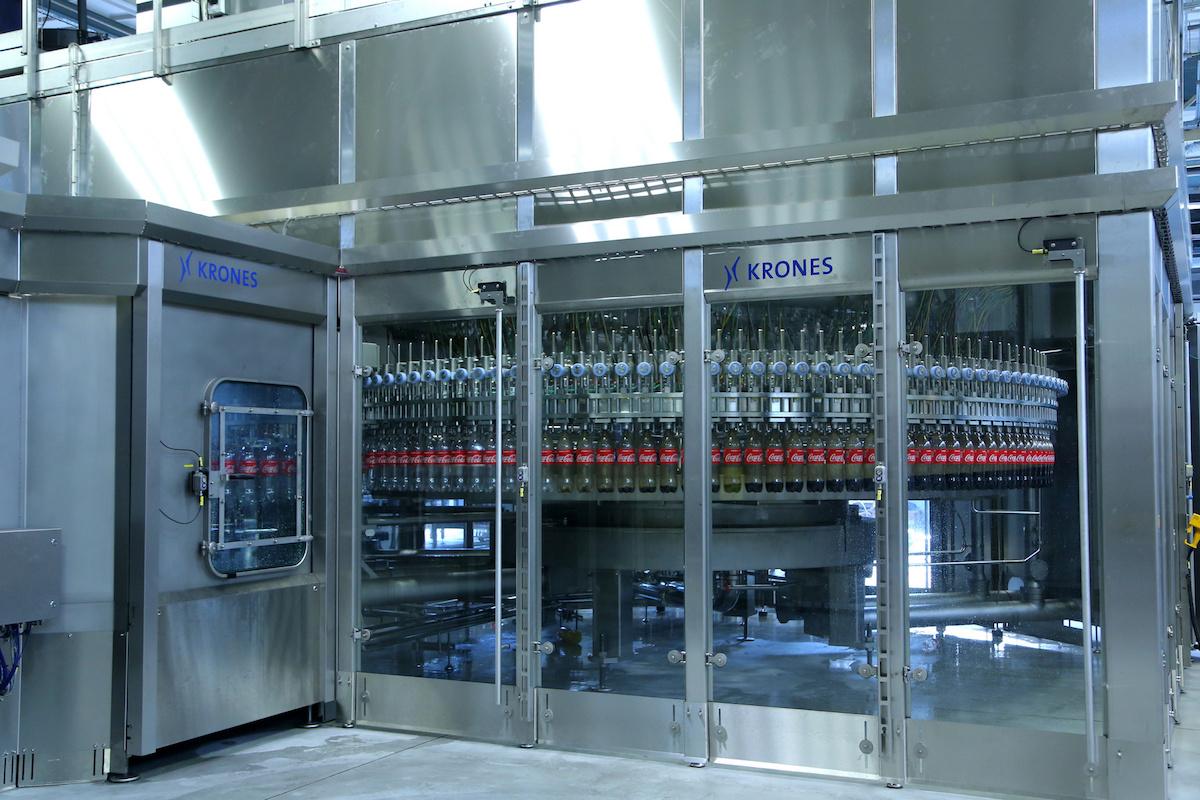 Nová linka pro stáčení nápojů do PET lahví v Coca-Cole