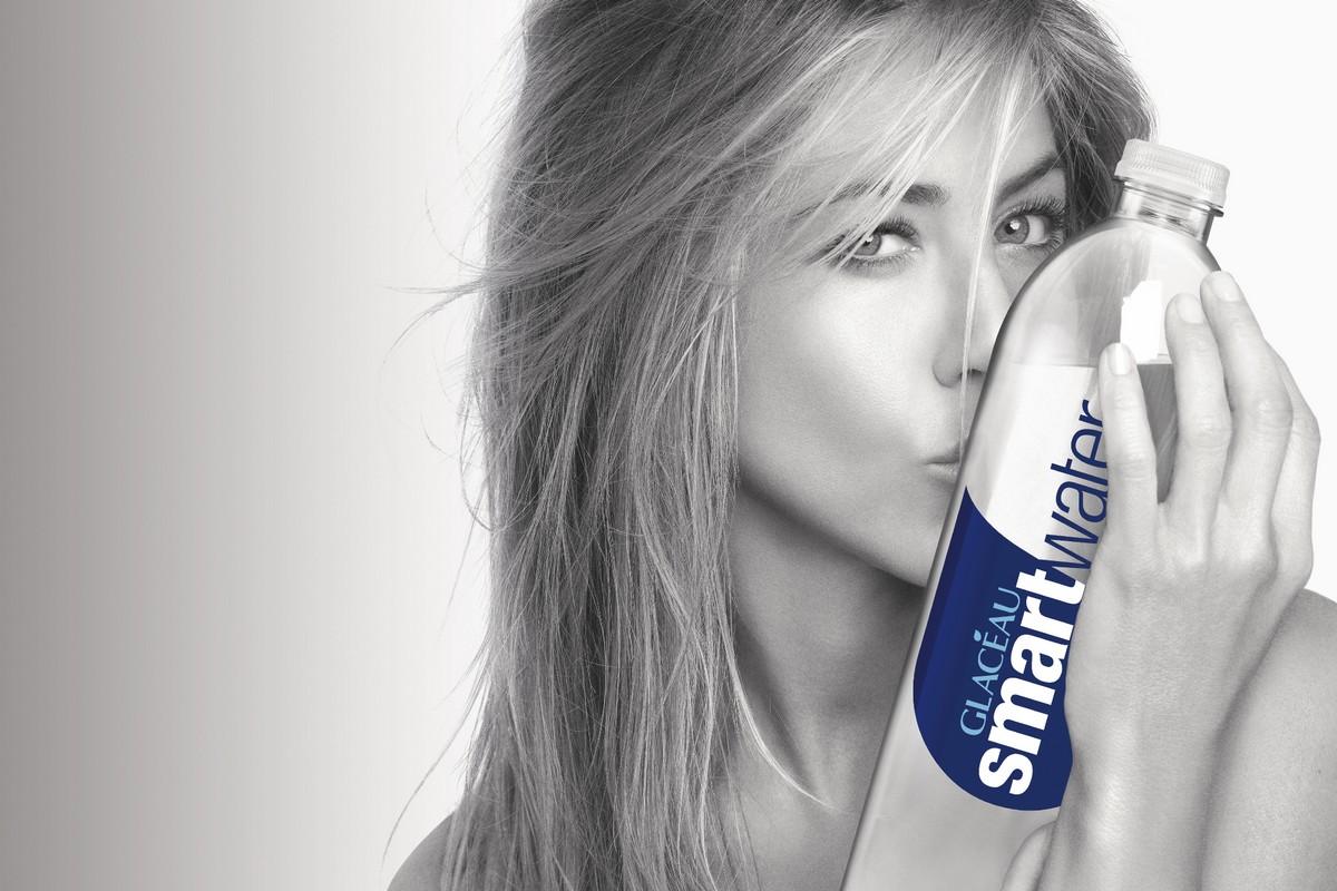 Jennifer Aniston v globální kampani Glacéau smartwater