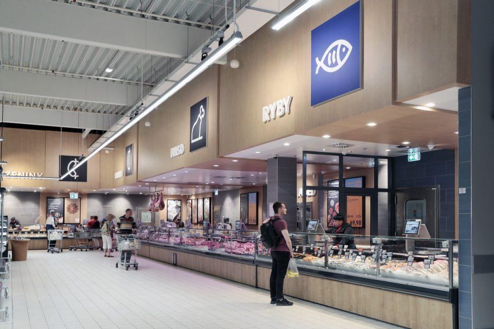 Kaufland zmodernizoval prodejnu na Vypichu, investuje do masozávodu