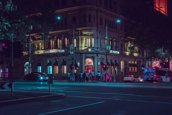 Deloitte k luxusu: LVHM vede globálně i v Česku díky butiku Louis Vuitton