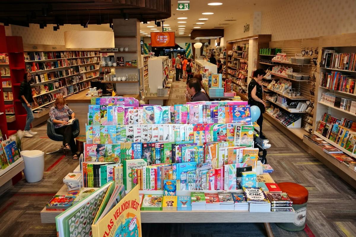 Prodejna knihkupectví Luxor