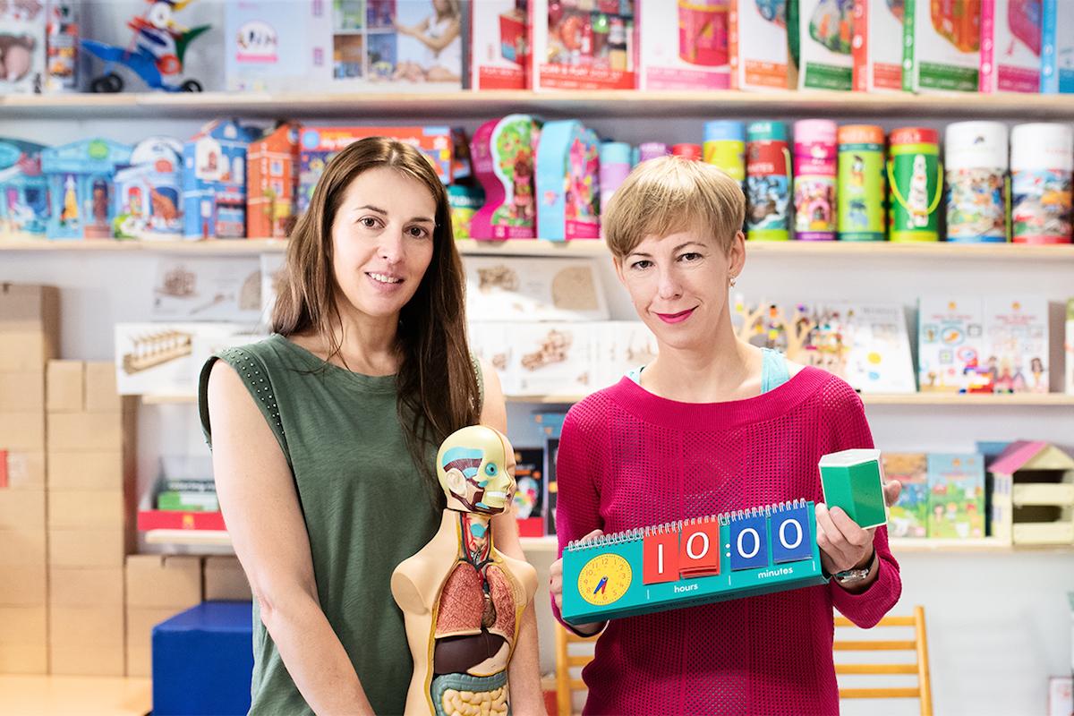 Jana Vyhlídalová a Kristýna Havligerová v dejvickém hračkářství Kidtown