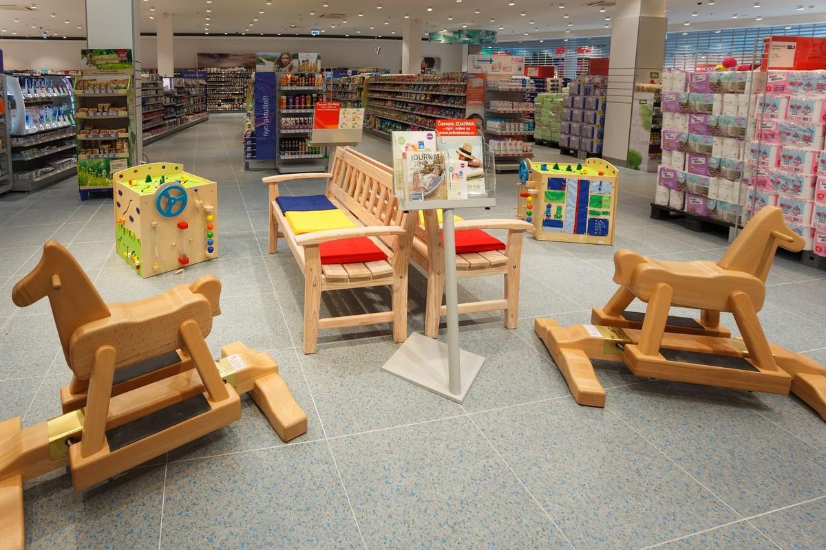 Součástí je vyhrazený prostor pro odpočinek a hrací koutek