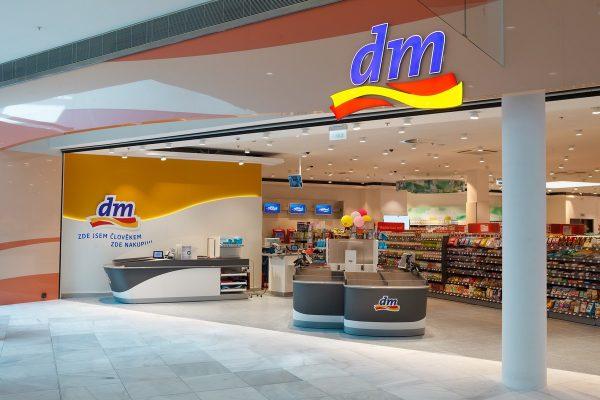 DM drogerie otevřela na Černém Mostě svou největší prodejnu v Česku