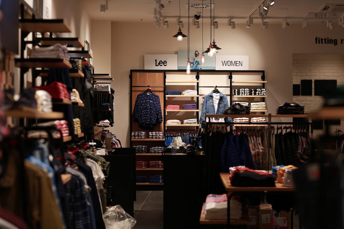 Nový interiér outletového obchodu Lee a Wrangler ve Fashion Areně