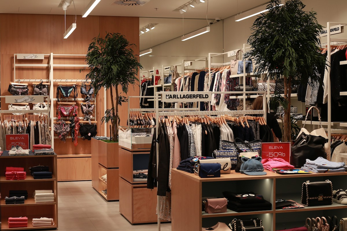 Nový interiér značek Odd Molly a Karl Lagerfeld ve Fashion Areně