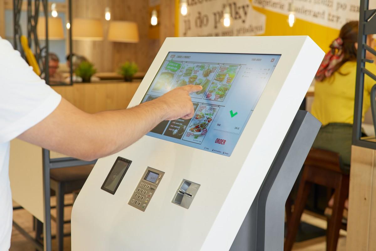 Samoobslužné kiosky zavede síť brzy ve všech pobočkách