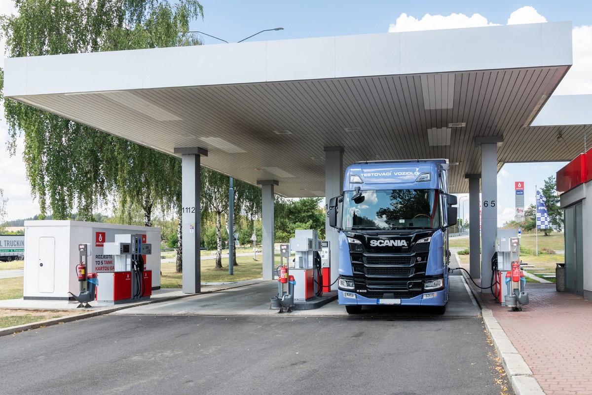 Na vybraných stanicích Benziny mohoun kamiony tankovat z obou stran