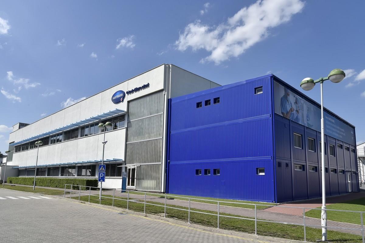 Výrobce hygienických potřeb přesouvá část výroby do Česka